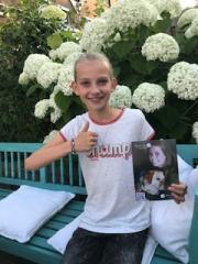 Noor sells bracelets for Sytske Foundation! Proceeds € 857.50 Big Thanks Noor!